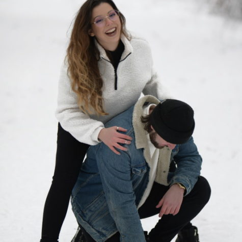 margot-villa-couple-neige-rire-2