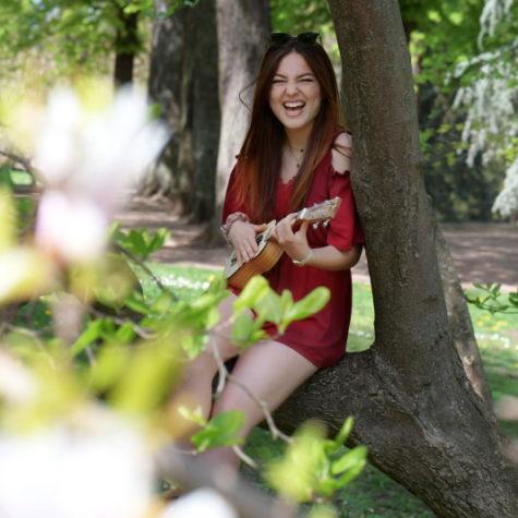 margot-villa-femme-music-portrait-rire